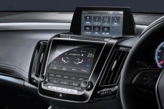 トヨタ「クラウン」販売不調 エアコンがタッチパネルに変更など「若返り」裏目に