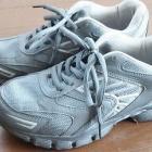 『仕事の時の靴(スニーカー)を探しています。』の画像
