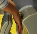 トイレのハンドドライヤー、なかなか乾かない上にウイルスを周囲に撒き散らしていたことが判明