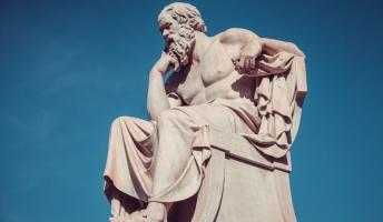 プラトン「そ、ソクラテスちゃん!そんな激しく論破しないで!」 ソクラテス「うるさいですね...」ガミガミ