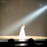『【乃木坂46】美しい・・・本日の白石麻衣卒コン 白石が1人でステージに立つ姿、神宮の垂れ幕写真が公開に!!!!!!』の画像