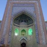 『ウズベキスタン旅行記10 夕暮れのイチャン・カラを散歩して神秘的なライトアップのメドレセを発見する』の画像