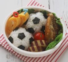 【キャラ弁動画レシピ*サッカーボールのおにぎり弁当】