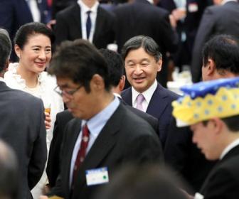 【画像】天皇陛下の前にさかなクン現る