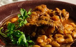 ご飯によく合うスペアリブ料理