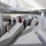 【画像】「動く」という観点から考えた机も椅子もない「未来のオフィス」