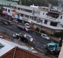 トラックが分離帯を越え車3台と衝突 6人搬送され2人が死亡 沖縄