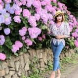 『【留美子讃歌 17】スキニーのジーンズで、紫陽花を背景に撮る』の画像