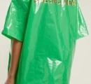 高級ブランドが100%ポリエチレンのビニールシャツを10万円で販売! 即完売するも客からは批判の声も