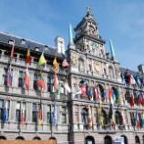 『アントワープの街と市庁舎』の画像