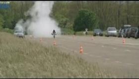 最高時速263km! ロケットエンジン搭載の自転車が速すぎる  海外の反応