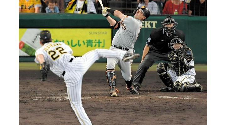 甲子園球場で異例の光景・・・引退決断の巨人・阿部に阪神ファンも総立ちで大歓声