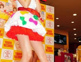 小林麻耶(36)のアイドルのようなミニスカwwwwww