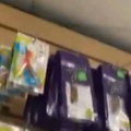 【ネコ】 店に買い物にやってきた。なにか視線を感じるぞ? → 新しい防犯カメラがありました…