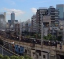 JR神戸線がカオス…姫路-芦屋駅間で5000人が線路上を歩き、人身事故で衝突した女性の身体が男性に直撃