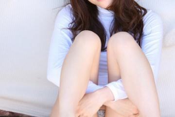 松川佑依子の股間に満々のしわができてる