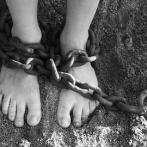 【猟奇】女の子を檻に入れて飼育、逮捕された43歳の女性がこちら…(画像アリ)