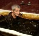 【動画】関節痛や美肌に効果がある原油風呂が話題に