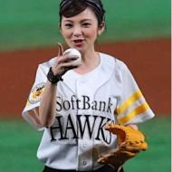 田中麗奈がミニスカ始球式!太ももがエロセクシーすぎるwww[画像あり] アイドルファンマスター