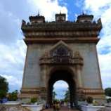 『ラオスの旅 ヴィエンチャンの凱旋門には登る価値がありますか?』の画像
