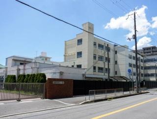 芥川小体育館に「ダブルダッチスクール」って縄跳びのスクールができてる。