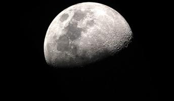 【衝撃】月の裏側の地下にとんでもない物体が潜んでいることが判明・・・・