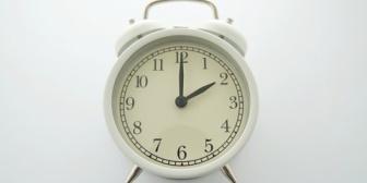 「14時」「え?何時?14って何」「お昼の2時の事」「決まってるじゃない夜中の2時に待ち合わせするわけないでしょ!」