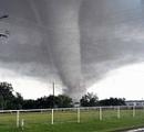 竜巻で2人死亡=グレープフルーツ大のひょう降る-米南部