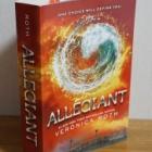 『【ダイバージェント忠誠者】を読みました | Book Review【Allegiant by Veronica Roth】』の画像