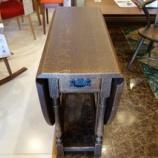 『飛騨産業のプロヴィンシャルシリーズのうづくり深めでP淡色のP18 ゲートレッグテーブルが入荷』の画像