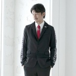 「サラリーマンをスーツから解放する」 アシックスからジャージー型スーツが登場