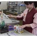 コンビニ店員「1165円になります」国立俺「10215円スッ」