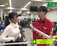 【悲報】小島瑠璃子ちゃん、高校生に乳を見せつけてしまう