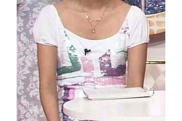 佐々木希のしわの入った白いパンティー
