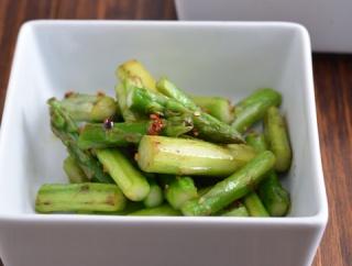 アスパラとエリンギで野菜のおかず2品。