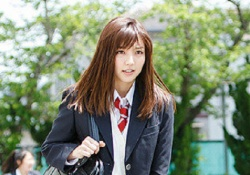 真野恵里菜さんが「映画 みんな!エスパーだよ!」でパンチラを連発!
