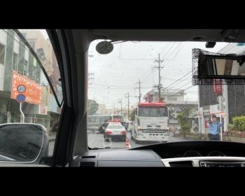 沖縄・うるま市宮里で沖縄尚学高校・付属中学のスクールバスとワゴン車が衝突、ワゴンの運転手が死亡し生徒15人が怪我…現場がヤバイ(画像あり)