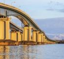 琵琶湖大橋から18歳女性が誤って転落へ