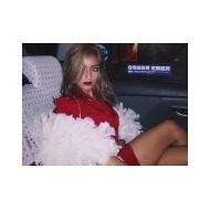 ローラ、セクシー赤ミニから見える太ももがセクシーすぎる【画像あり】 アイドルファンマスター