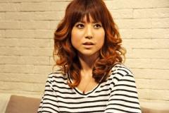 """【芸能】hitomiがイメチェン、髪バッサリで""""ショートボブ""""ヘアに"""