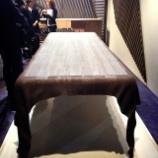 『【ミラノサローネ2013】 サローネで芸術的なウェーブテーブル』の画像