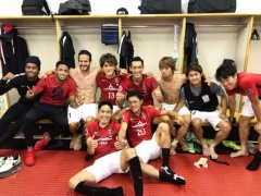 【 画像 】槙野の切り替えワロタw 韓国・済州との試合終了後にチームメイトと笑顔でパシャリwww