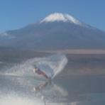 ウェイクボード、フライボード、水上スキー 山中湖さんすい