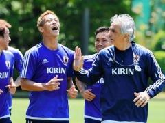 【画像】ハリルホジッチとの会話で大爆笑する本田!いい雰囲気www