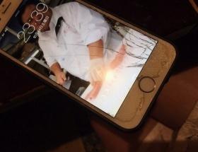 【画像あり】AV女優・南梨央奈さん、iPhoneを落として画面がバキバキになる
