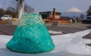富士山とともに映える