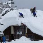 【朗報】福島奥会津での雪下ろしがなんと27,000円 で体験できるぞ!!貴重な体験やなwww