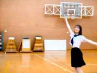 【日向坂46】小坂菜緒、無邪気に飛び跳ね腹チラサービス!!!!!!!!