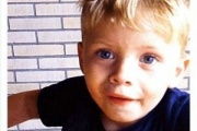 """【海外】ドイツで15歳少女が3歳の弟殺害。弟の血で壁に母親宛のメッセージ """"あんたの息子はここだよ"""""""