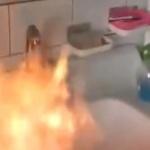 【動画】中国、うちの水道水にライターで火を点けると、燃えるんですけど…!
